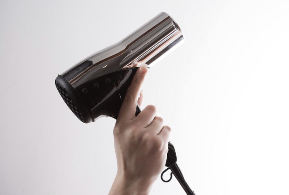 マイナスイオンドライヤーが髪の毛にとって良い理由
